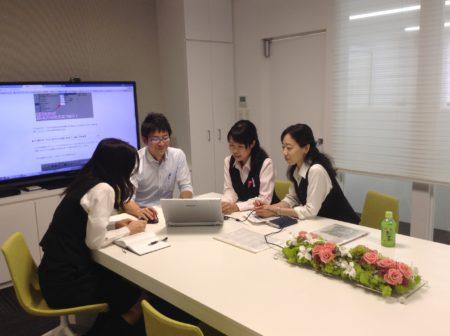 クリロン化成株式会社ミーティング風景